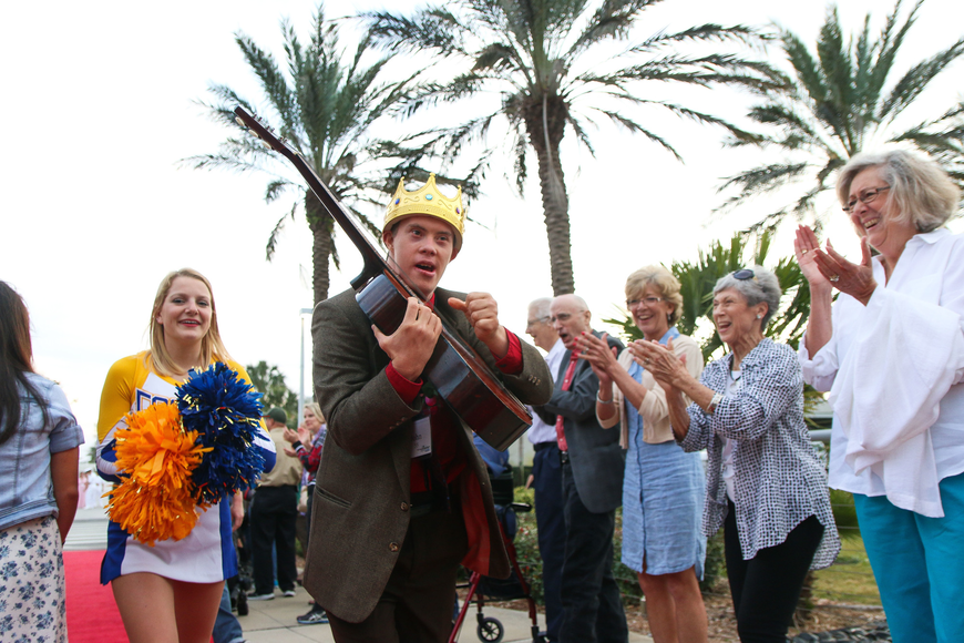 John Hearn, of Ormond Beach, plays a guitar as he walks down the red carpet. Photo by Paige Wilson